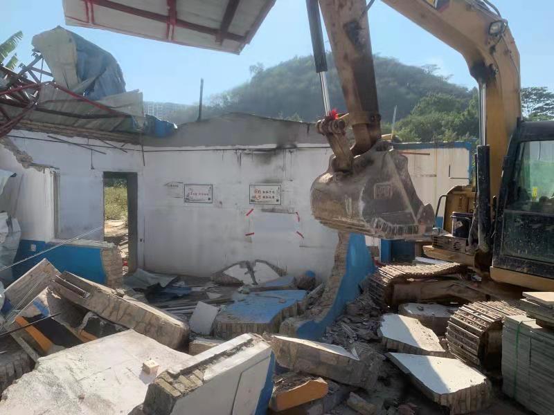 大浪街道拆除占用国土违法建筑