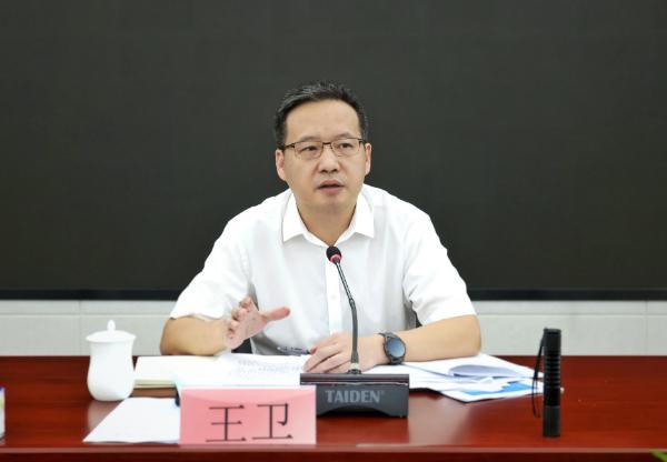 王卫书记主持召开龙华区1-5月经济形势分析会
