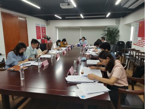 龙华区审计局传达学习区两会精神并部署贯彻落实措施